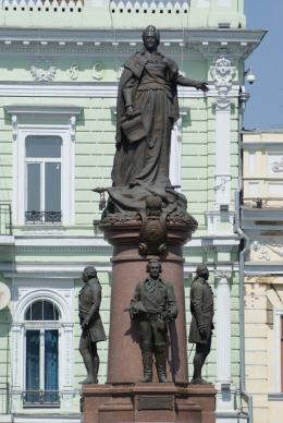 The monument to Ekaterina II