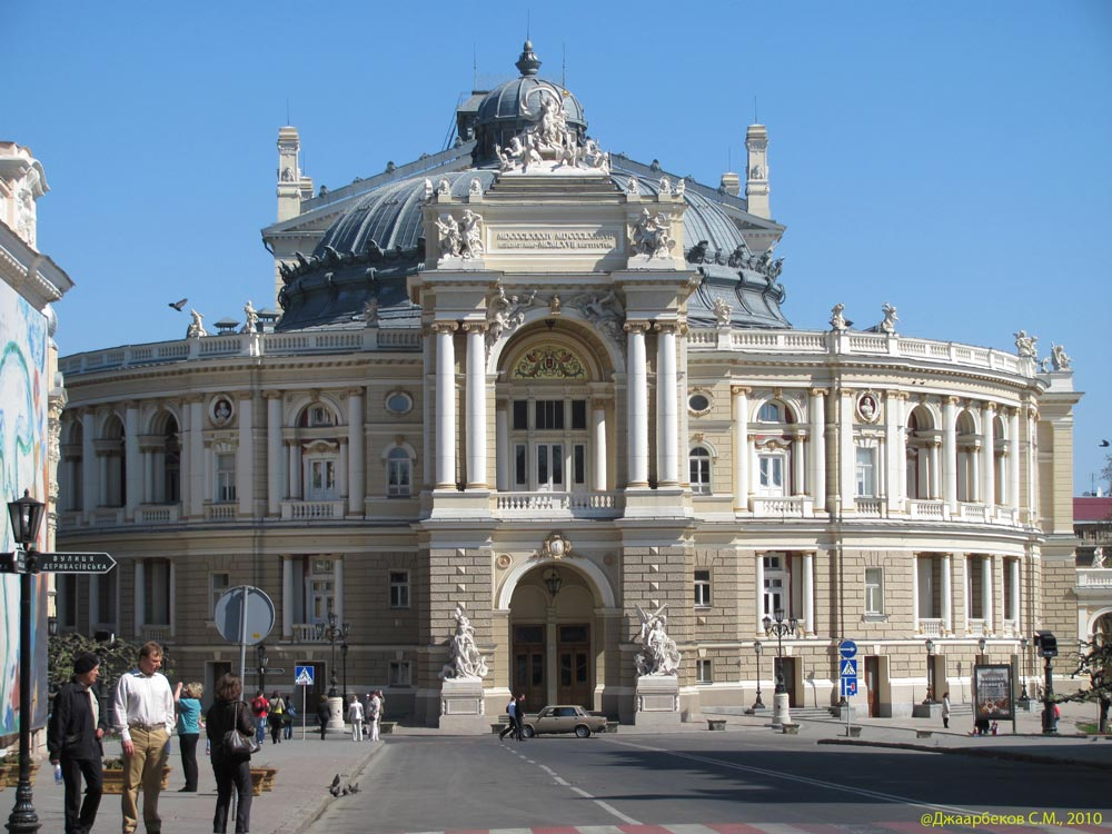 The opera and ballet theater - Photo 2