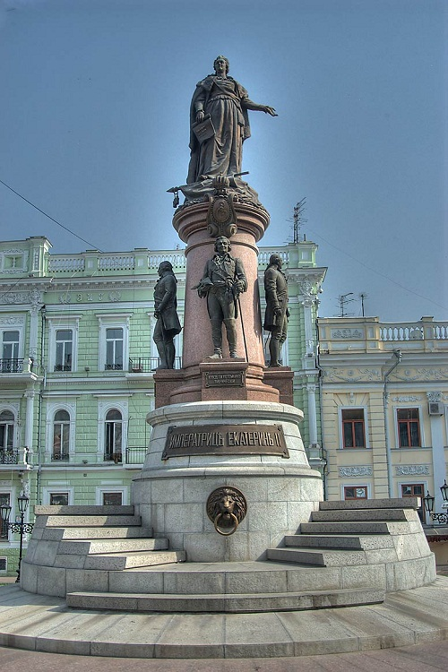 The monument to Ekaterina II - Photo 1