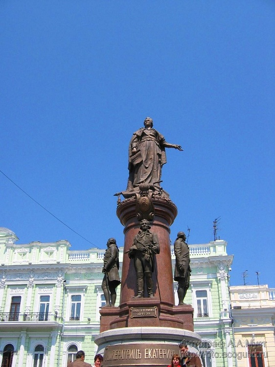 The monument to Ekaterina II - Photo 2