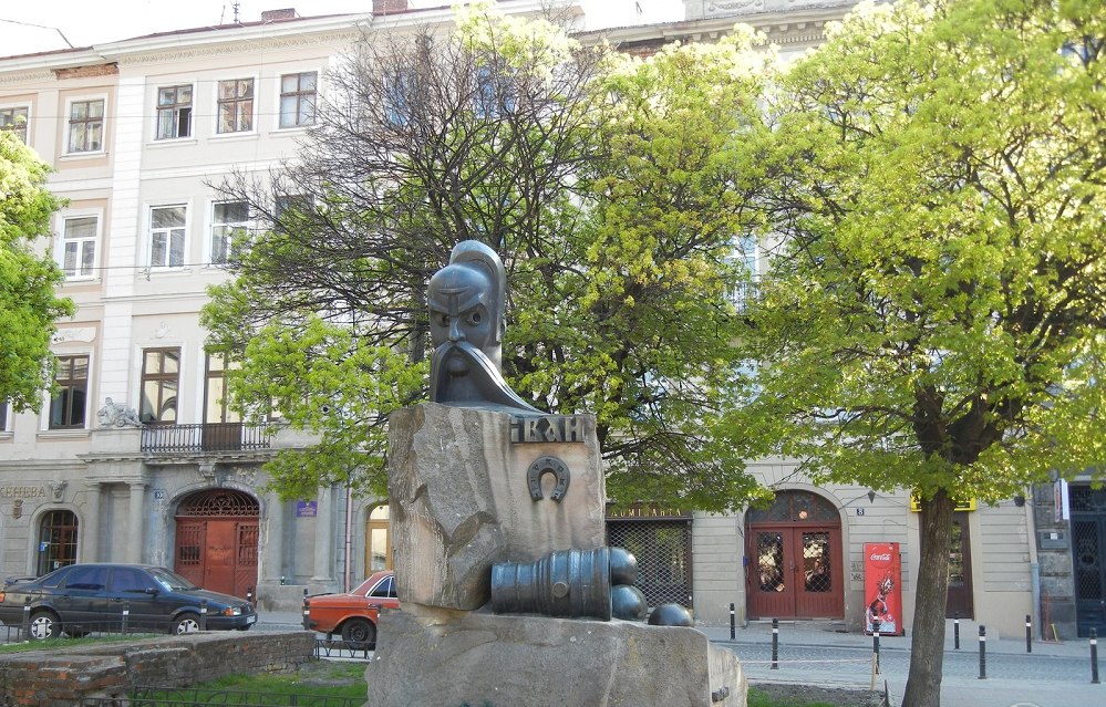 The monument to Ivan Podkova - Photo 2
